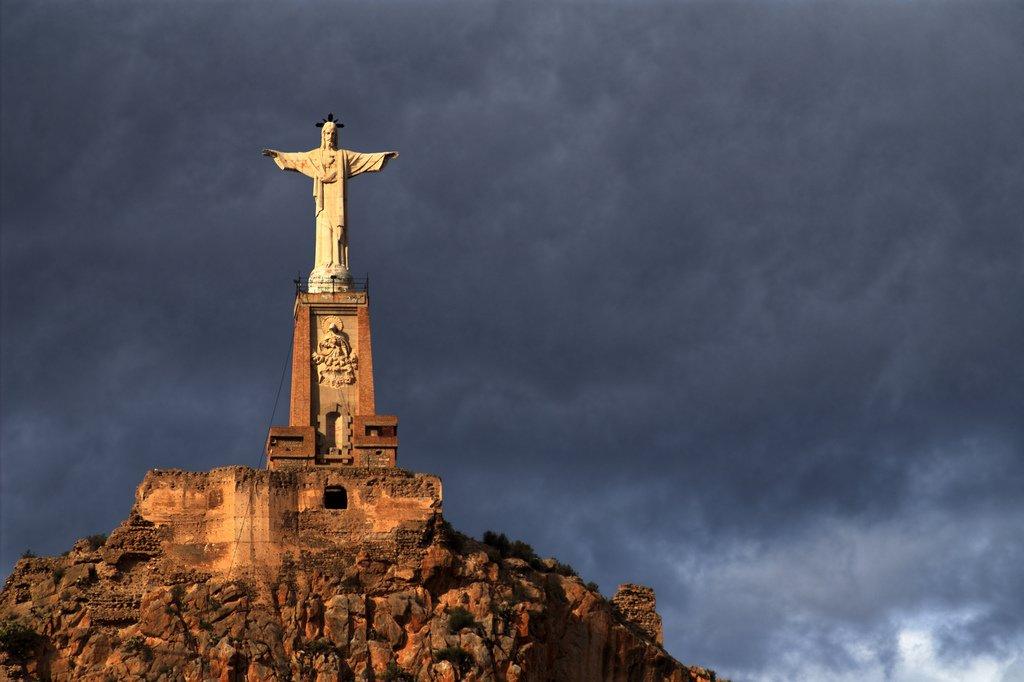 A cidade de Murcia, na Espanha, onde a pesquisa foi realizada, possui um Cristo semelhante ao do Rio.