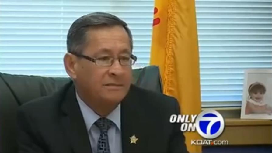 O chefe de polícia Robert Garcia, responsável pelo caso, pediu desculpas pelo incidente e prometeu mudanças.